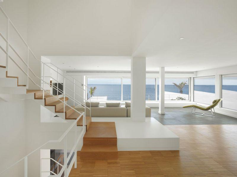 Corona amaral arquitectura ciclo de entrevistas arquitecturayempresa villa playa de la arena foto interior salon