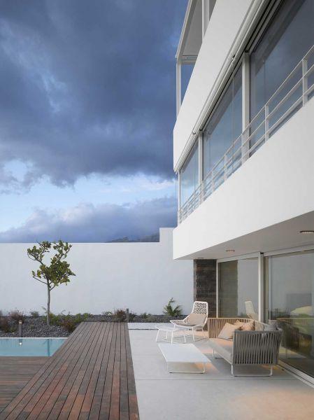 Corona amaral arquitectura ciclo de entrevistas arquitecturayempresa villa playa de la arena foto fachada