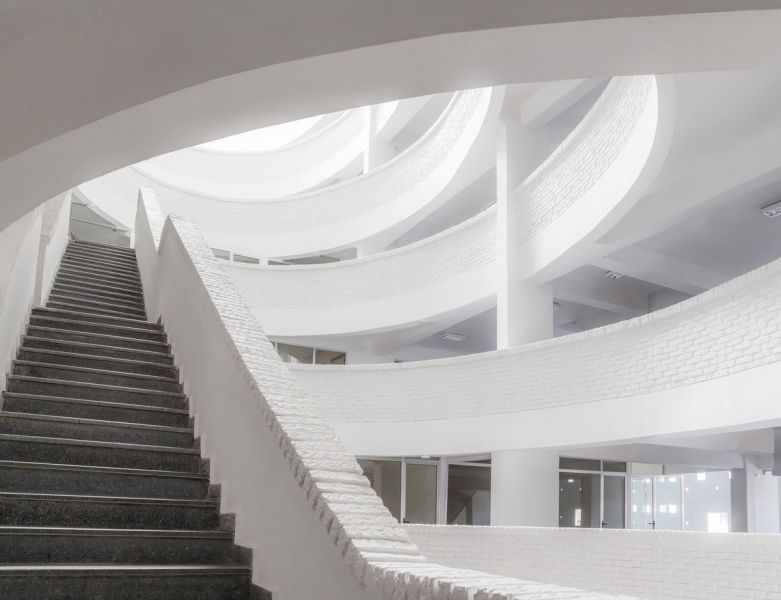ciclo de entrevistas exclusicas de arquitecturayempresa xavier vilalta arquitectura lideta mercato fotografia interior escalera