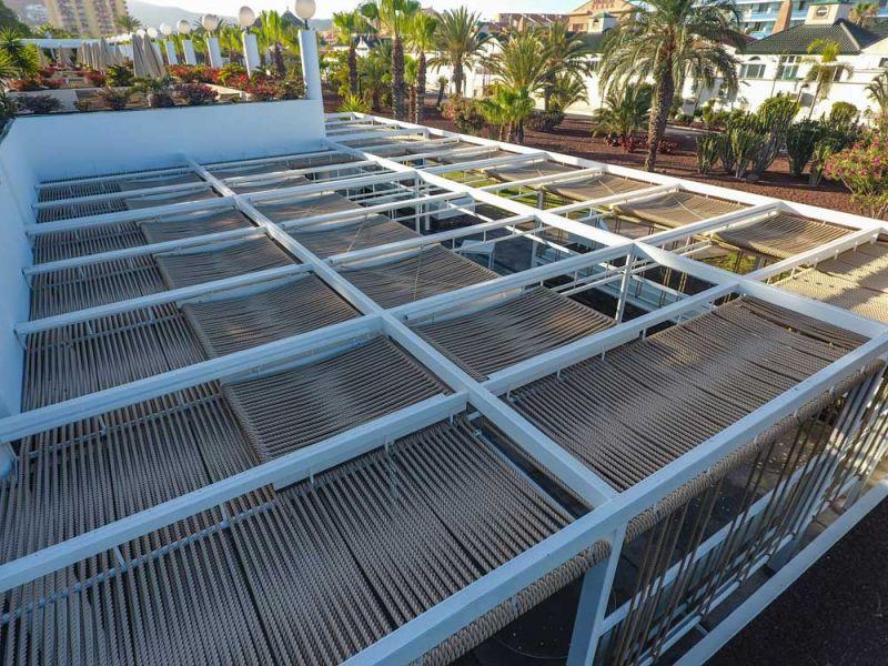 arquitectura equipo olivares corner bar vista exterior detalle cuerdas