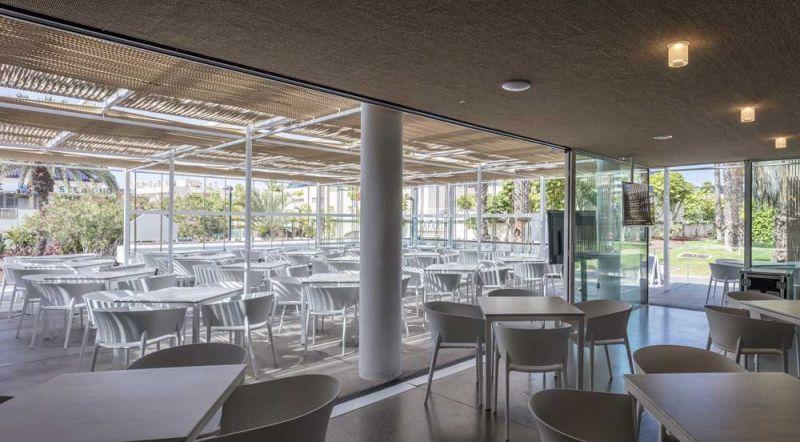 arquitectura equipo olivares corner bar vista interior