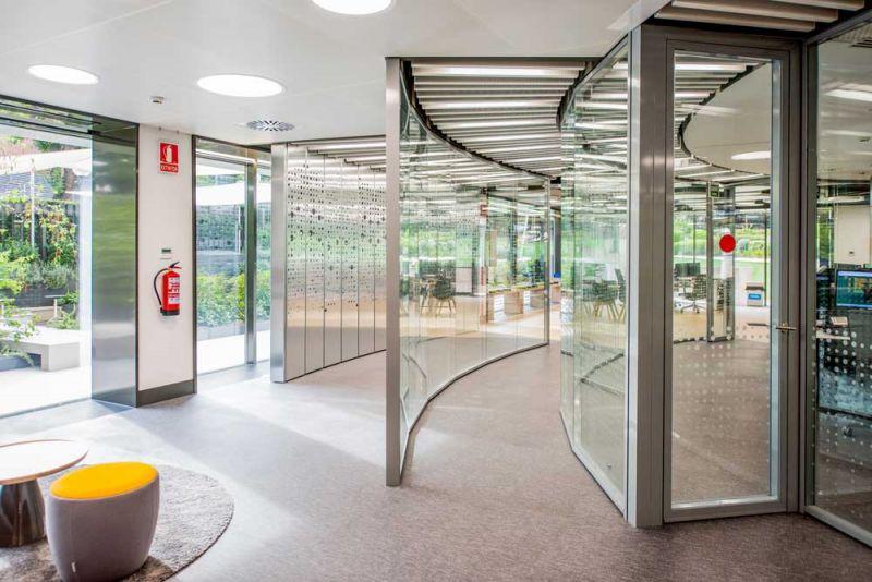 arquitectura Requena y Plaza Dispatching Centro de Control Red Infraestructuras gasistas fotografía interior acceso