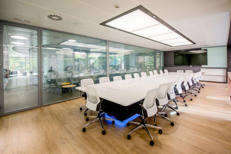 arquitectura Requena y Plaza Dispatching Centro de Control Red Infraestructuras gasistas fotografía sala reuniones
