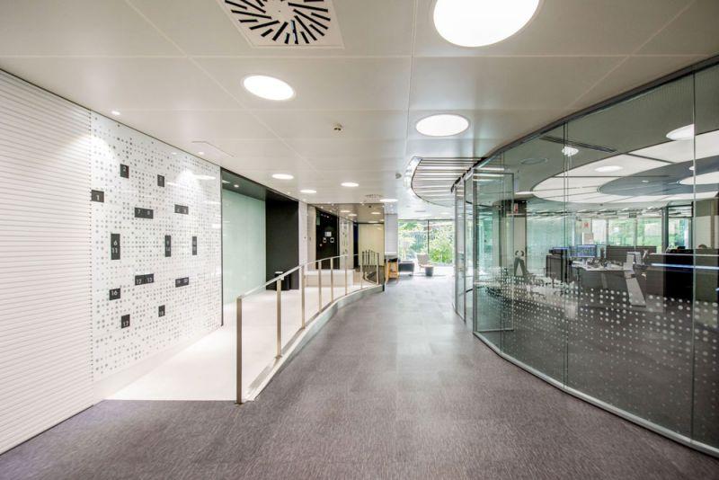 arquitectura Requena y Plaza Dispatching Centro de Control Red Infraestructuras gasistas fotografía pasillo