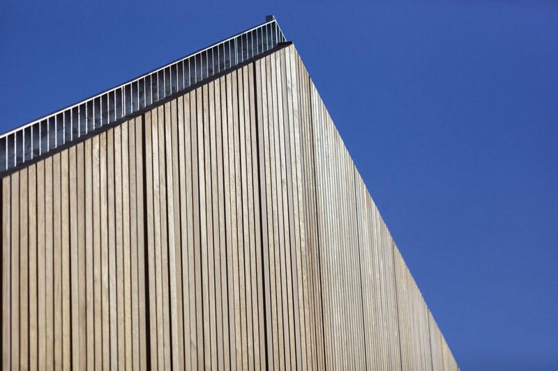 arquitectura_Clear-Edmonton_1 Funicular_ imagen madera de Kebony en revestimiento