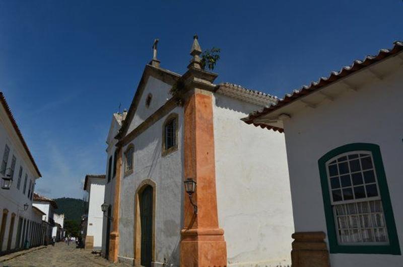Arquitectura colonial_Paraty_Brasil _ Iglesia Nuestra Senhora del Rosario y São Benedito