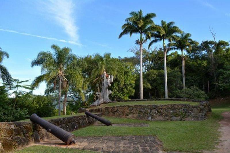Arquitectura colonial_Paraty_Brasil_Fuerte Defensor Perpetuo