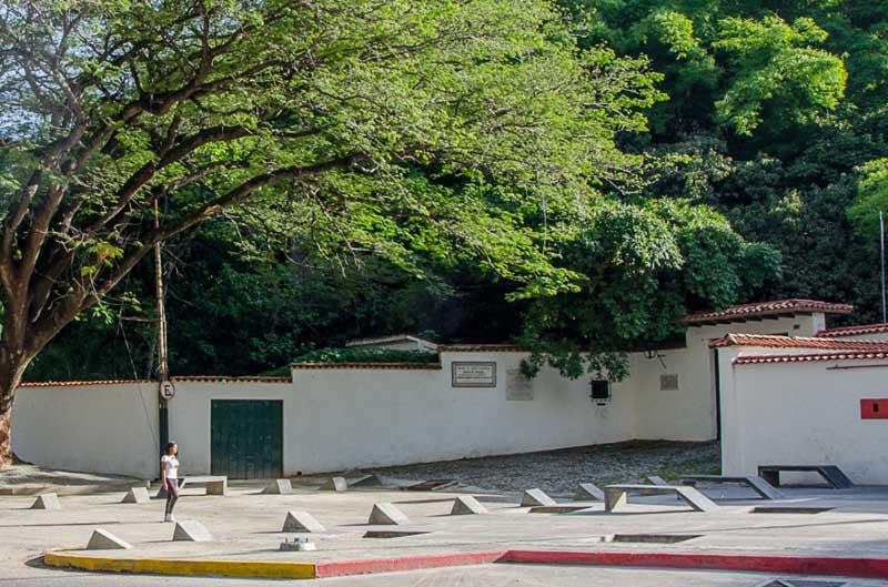 Arquitectura exterior acceso quinta anauco