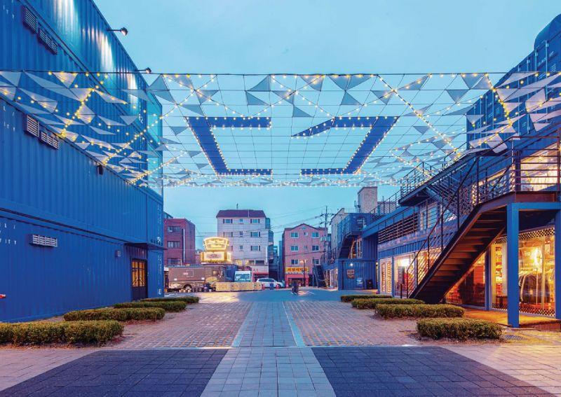 arquitectura_Common_ground_Urbantainer_acceso plaza