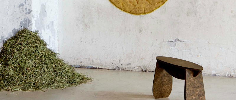 Tamara Orjola, arquitectura, arquitecto, diseño, design, mobiliario, muebles, ecología, ecológico, sostenible, sostenibilidad, pino, agujas de pino, alfombras, banquetas, sillas, bancos, lana, Forest Wool