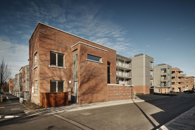 arquitectura_dolphin regeneration house_frente canal