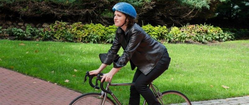 arquitectura, arquitecto, design, diseño, producto, diseño industrial, casco bicicleta, James Dyson Award, Isis Shiffer, EcoHelmet, ecología, ecológico, sostenible, sostenibilidad, premio, ganadora, diseñadora, Inglaterra, Institute Pratt Nueva York