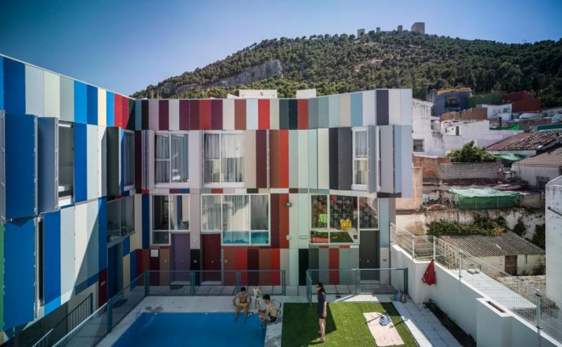 Viviendas Lápices de colores gigantes en Jaén