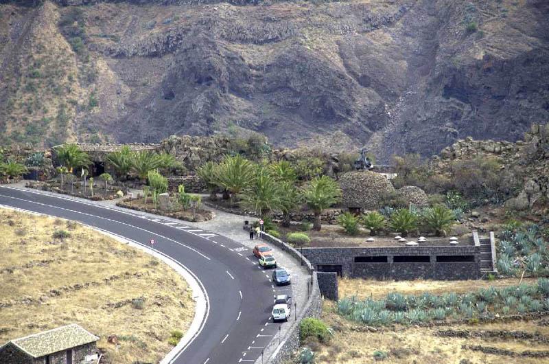 Arquitectura_El mirador-de-palmarejo_Cesar Manrique_via  y acceso carretera