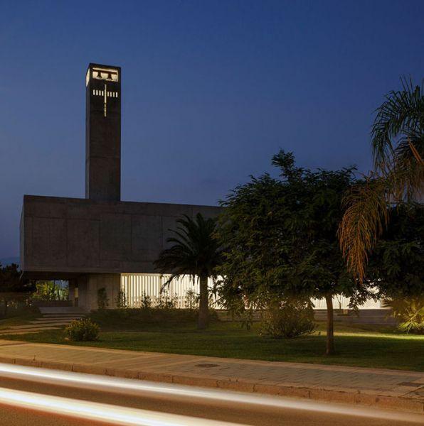 arquitectura_Elisa Valero_iglesia Playa Granada_rasgaduras luz