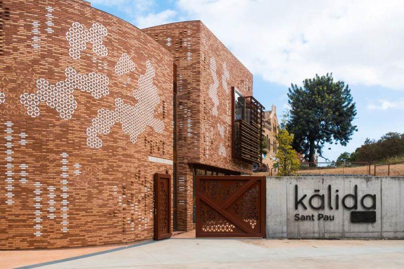 arquitectura pabellon kalida embt arquitectos acceso