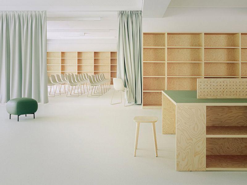 Imagen de la biblioteca que se convierte en auditorio