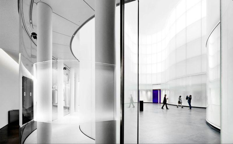vista del atrio interno desde las salas expositivas