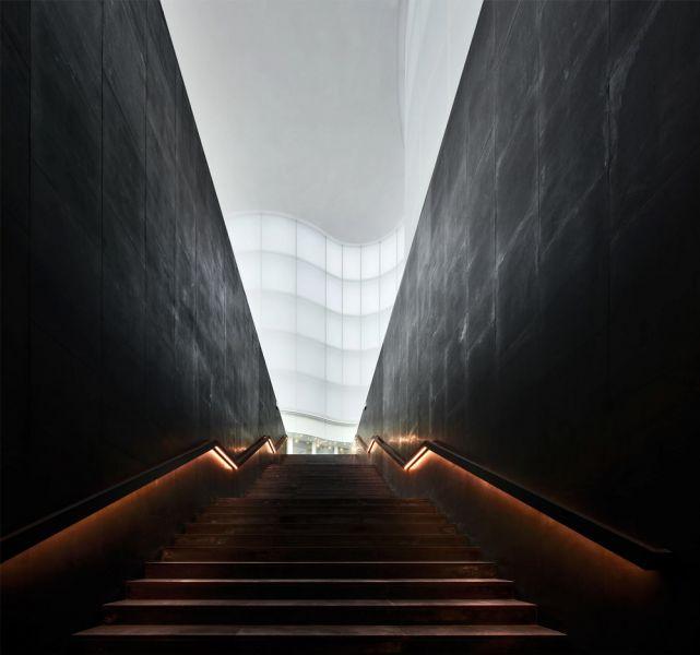 vista de la escalera acceso hall