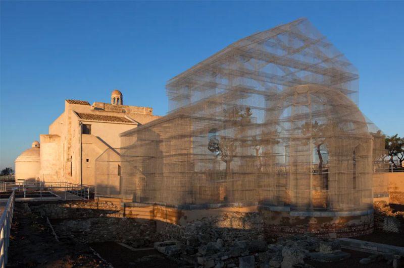 Imagen del conjunto arqueológico de Siponto al atardecer