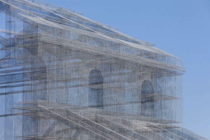 Detalle de la estructura metálica esculpida