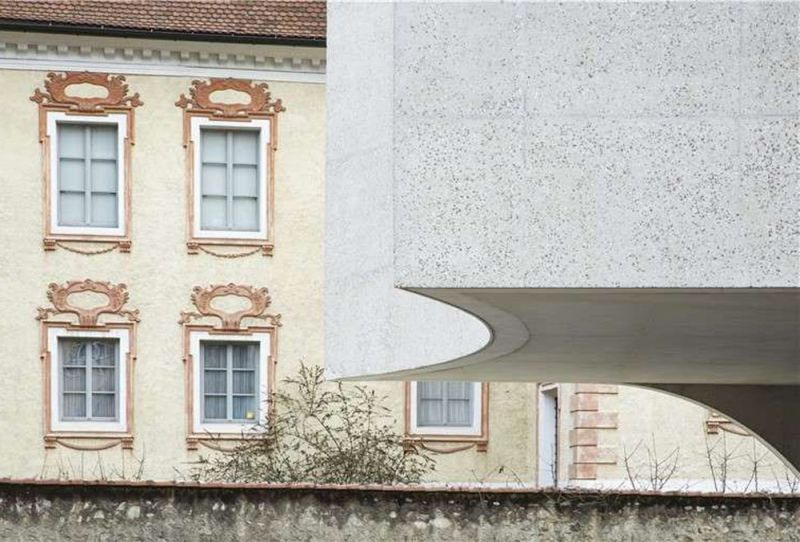 Detalle voladizo acceso a la nueva oficina de turismo de Bressanone