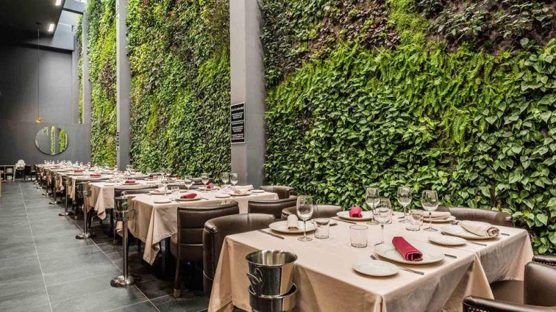 arquitectura jardin vertical paisajismo urbano restaurante balamo mesas alcorcon