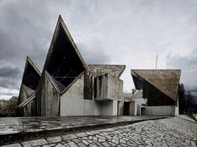 arquitectura valentin jeck exposicion moma toward a concrete utopiaMarko Mušič Memorial, Centro Cultural y Ayuntamiento de Montenegro, 1969-75
