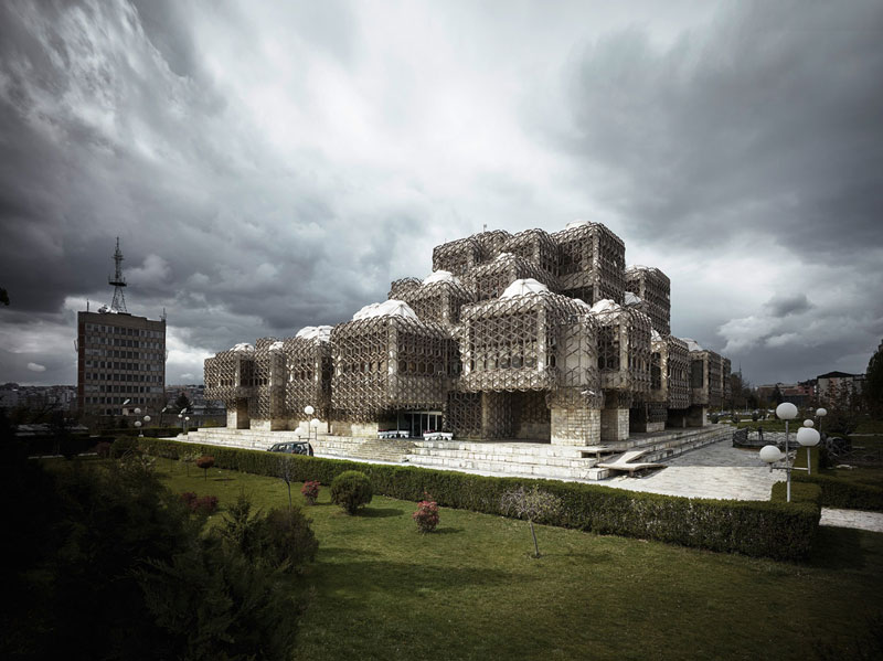 arquitectura valentin jeck exposicion moma toward a concrete utopia Biblioteca Nacional y Universitaria de Kosovo en Prishtina, Andrija Mutnjaković. 1971-82