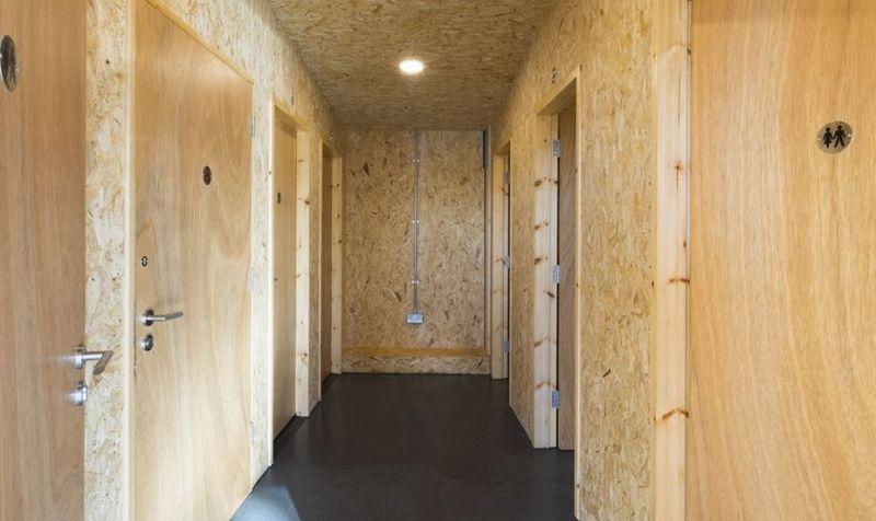 arquitectura_Fishing lodge_acabados corredor baños