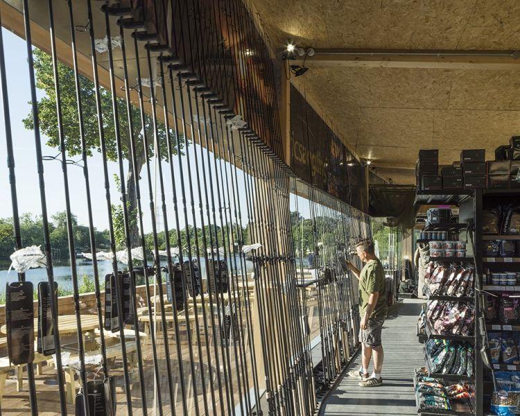 arquitectura_Fishing lodge_tienda aparejos vistas