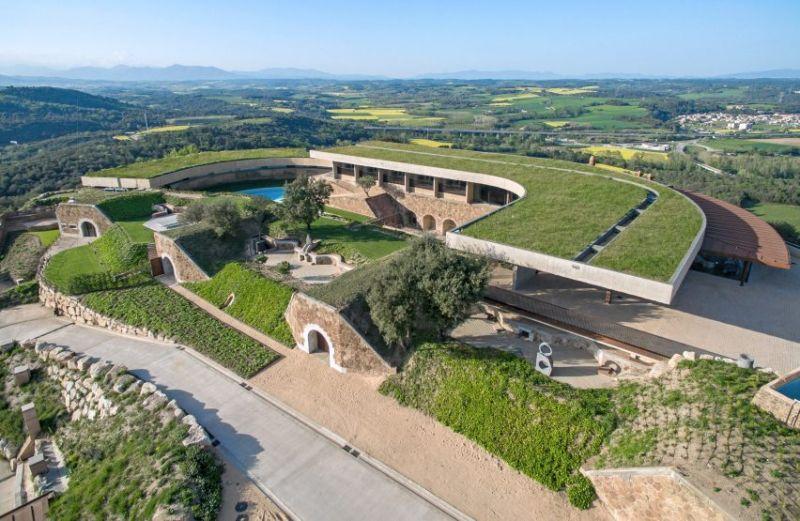 arquitectura fortaleza Sant Julia de Ramis de Fuses Viader Arquitectes fotografía exterior aerea cubiertas ajardinadas