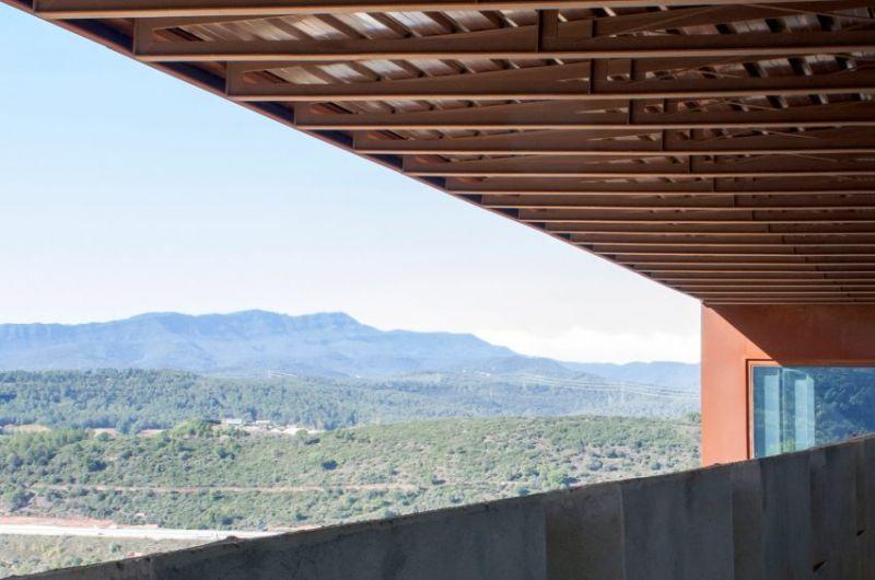 arquitectura fortaleza Sant Julia de Ramis de Fuses Viader Arquitectes fotografía exterior voladizo