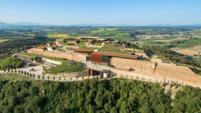 arquitectura fortaleza Sant Julia de Ramis de Fuses Viader Arquitectes fotografía exterior aerea