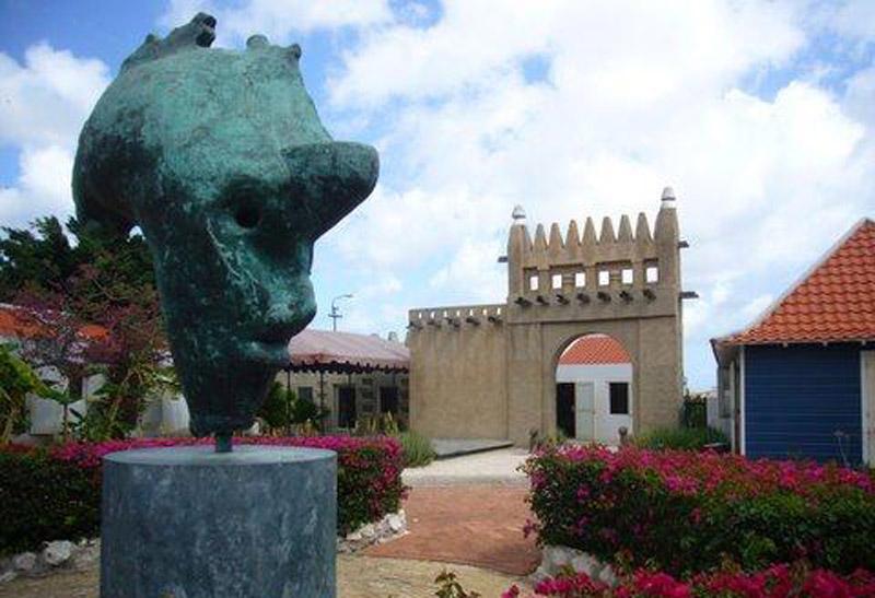 arquitectura holandesa en el caribe_el Museo Kura Hulanda _vista dia