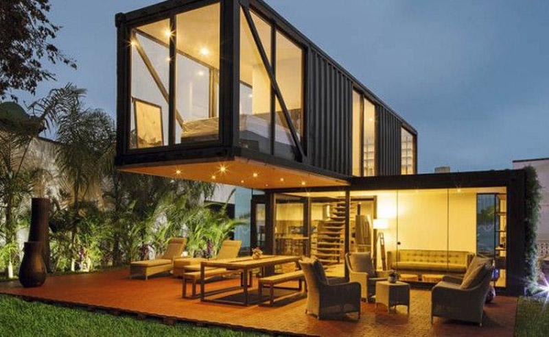 Arquitectura_Honomobo Container Homes_modelo con escalera