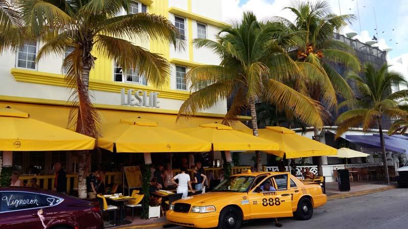 Arquitectura_Hotel Leslie_Art decó_Miami Beach_ acceso principal