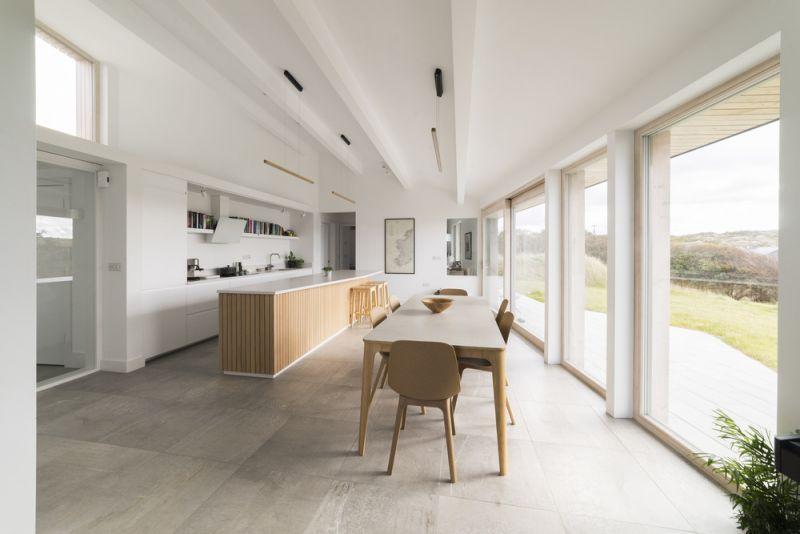 arquitectura_ House On Clifden Bay_TierneyHainesArchitects_comedor-estudio