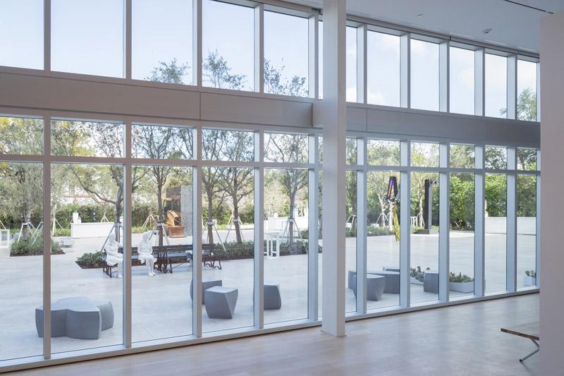 Arquitectura_ICA_Miami_ vista exposicion en el exterior desde el interior