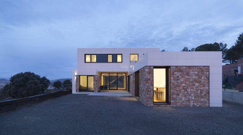 arquitectura casas inHAUS arquitectura modular diseño exterior anochecer