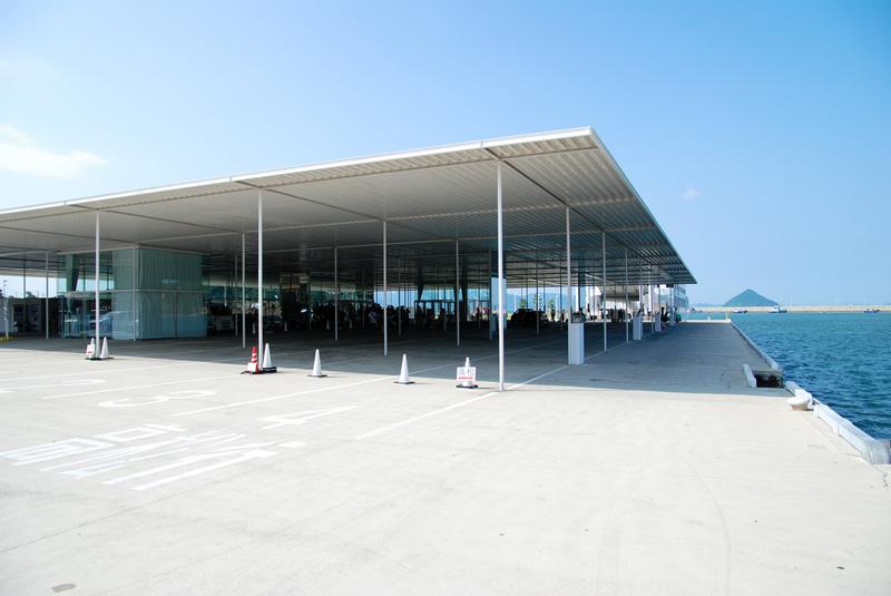 Arquitectura terminal de Transbordadores de Naoshima en Kagawa, Japón