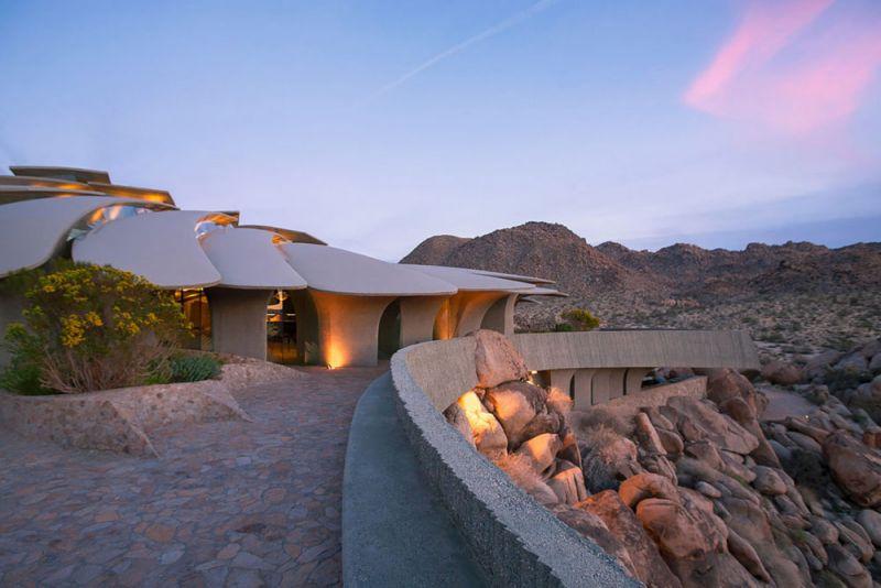 arquitectura high desert house Kendrick Bangs Kellogg fotografía de lance gerber exterior atardecer terraza