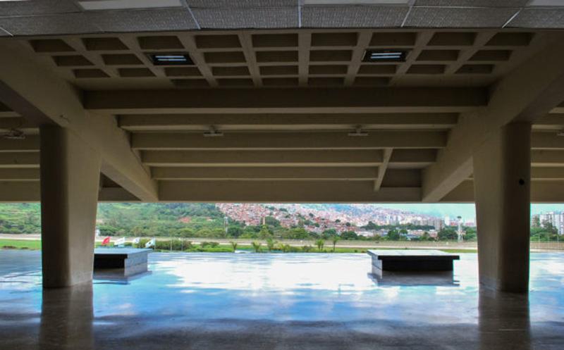 Arquitectura_la-rinconada-_vista de los forjados casetones