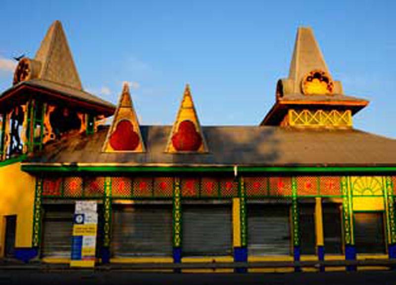 detalle de fachada Caribbean Marketplace
