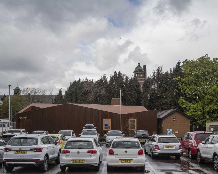 arquitectura_Maggie's center_parking