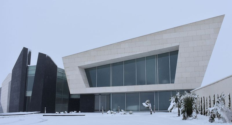 arquitectura Marta González Arquitectos Bodegas Paniza Foto general nieve