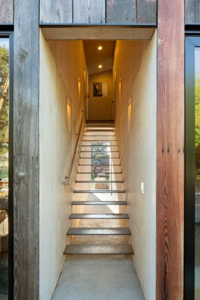 arquitectura_Meier-Road-Barn-by-Mork-Ulnes-Architects_escalera