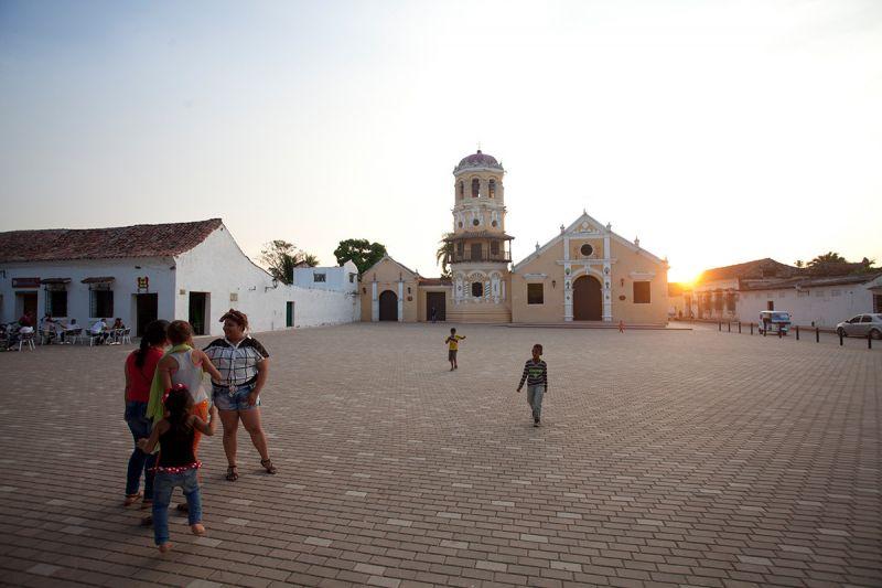mompox_plaza de santa barbara