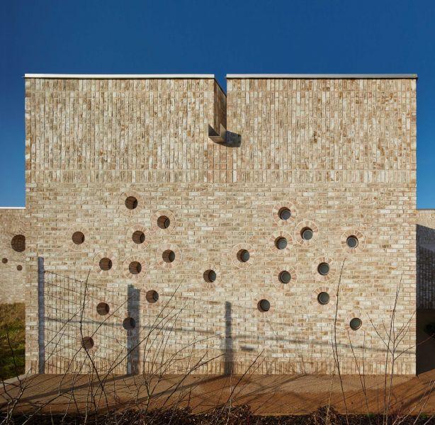 arquitectura_muma_guardería_orificios fachada