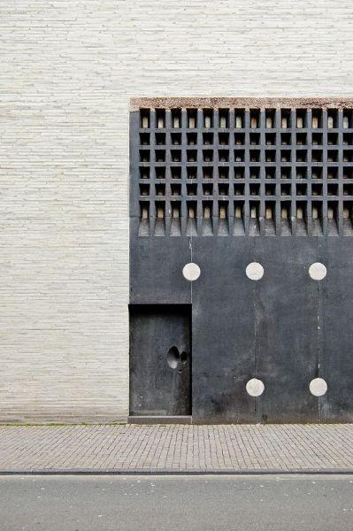 Exterior de Museo Kolumba (detalle de puerta), Peter Zumthor. Fotografía de Coast Studio